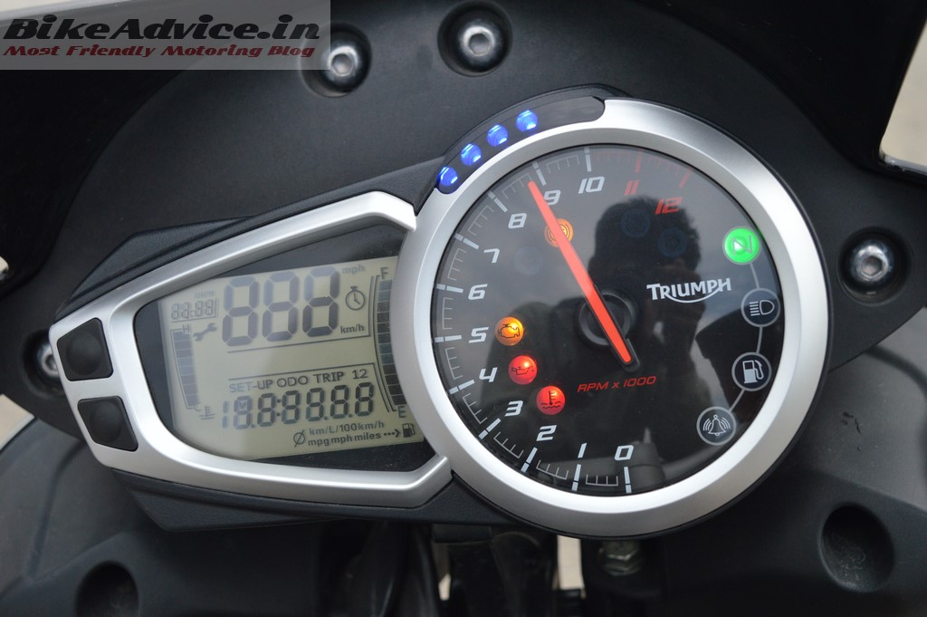Speed Triple instrument cluster