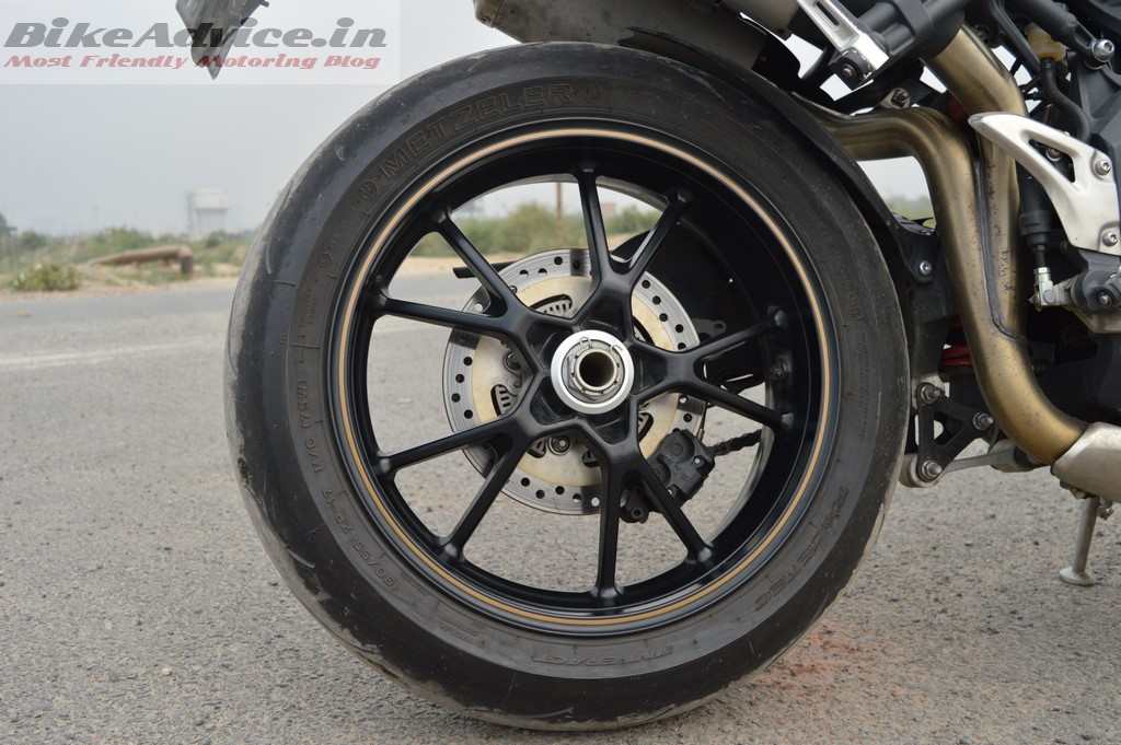 Speed Triple single side swingarm