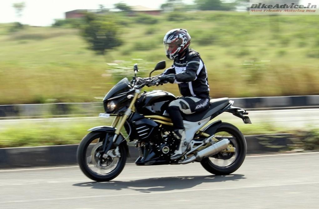 Mahindra-Mojo-Pic-riding-stance