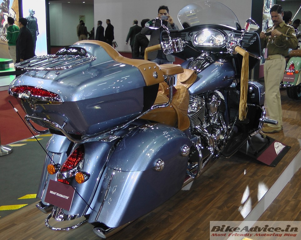 Indian-Roadmaster-Diamond-Blue-Pic-Auto-Expo (3)