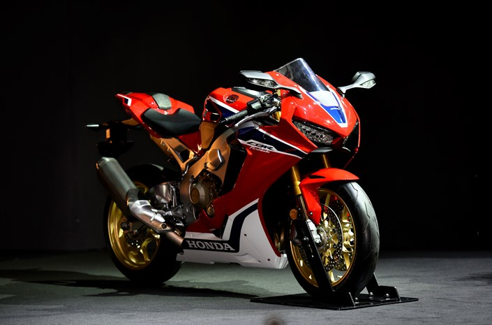 Intermot Cbr 1000rr Fireblade Sp Is The New Warrior For Honda
