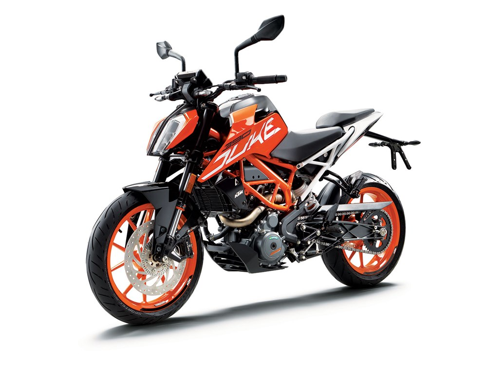 ktm duke 390 13 ways in which the 2017 edition differs. Black Bedroom Furniture Sets. Home Design Ideas