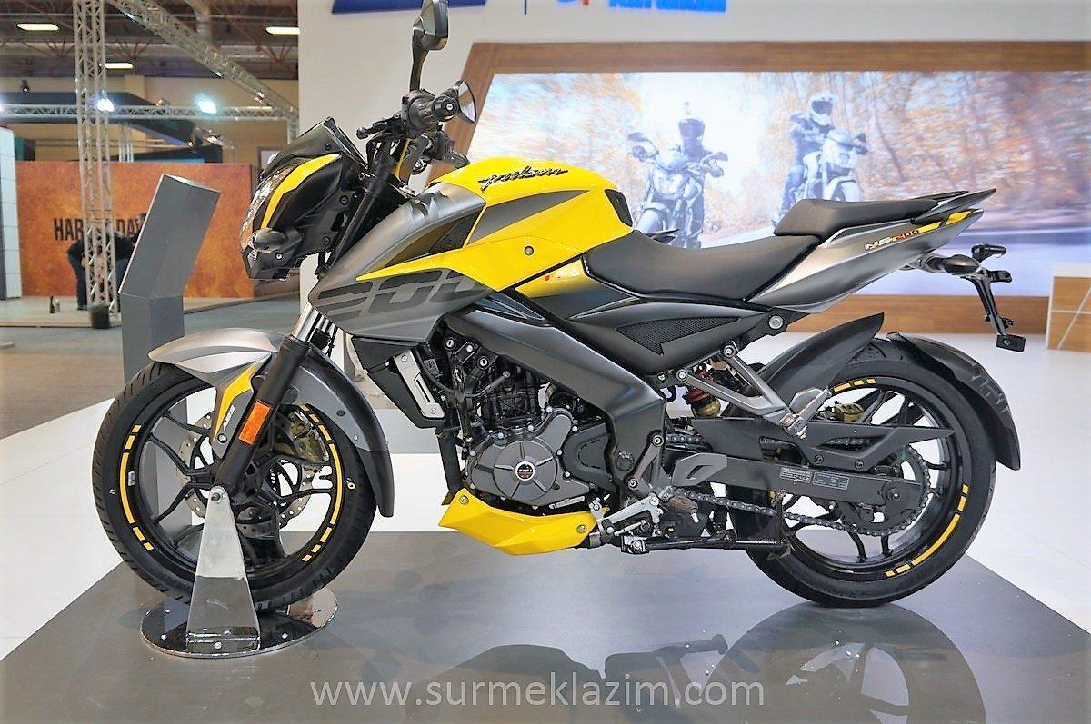 Pulsar NS200 yellow
