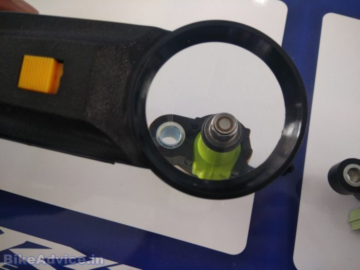 R15 V2 fuel injector
