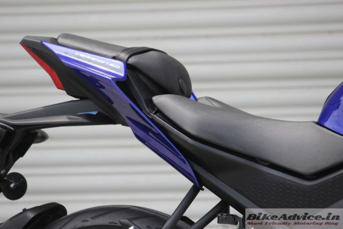 Yamaha YZF-R15 V3 seat height