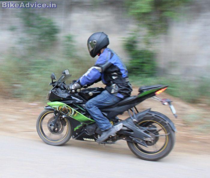 Yamaha YZF R15 V2 handling